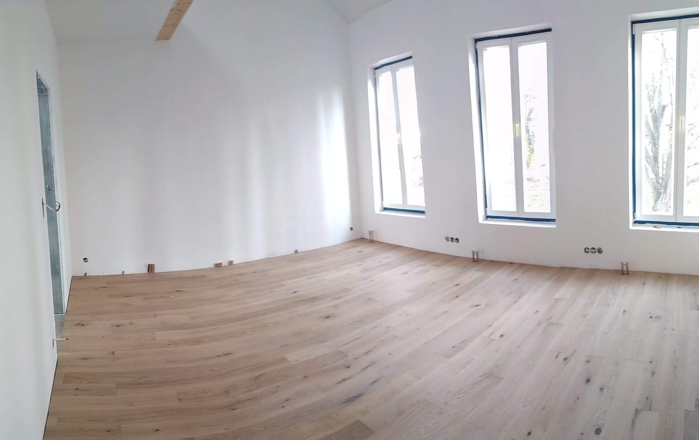Ruina 2 - První místnost má svoji podlahu. Listopad.