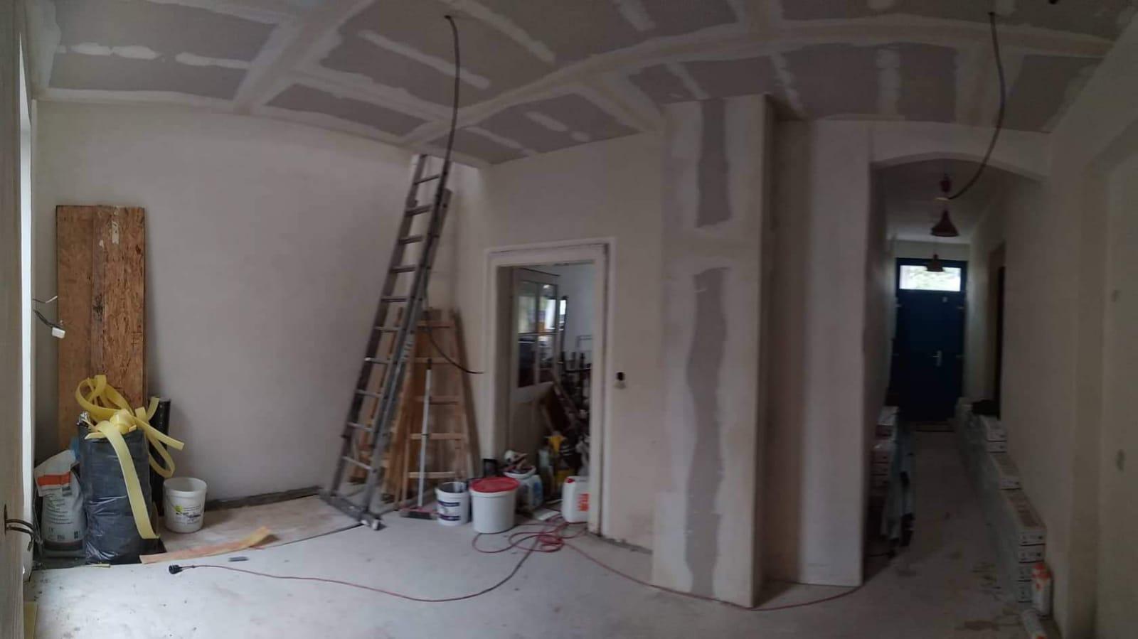 Ruina 2 - Z chodby a původního malého dětského pokoje bude jídelna a vstup na schodiště.