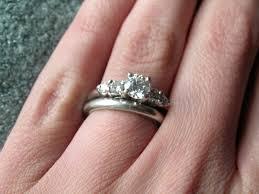 Zasnubni A Snubni Prsten Na Jednom Prstu Date Fo