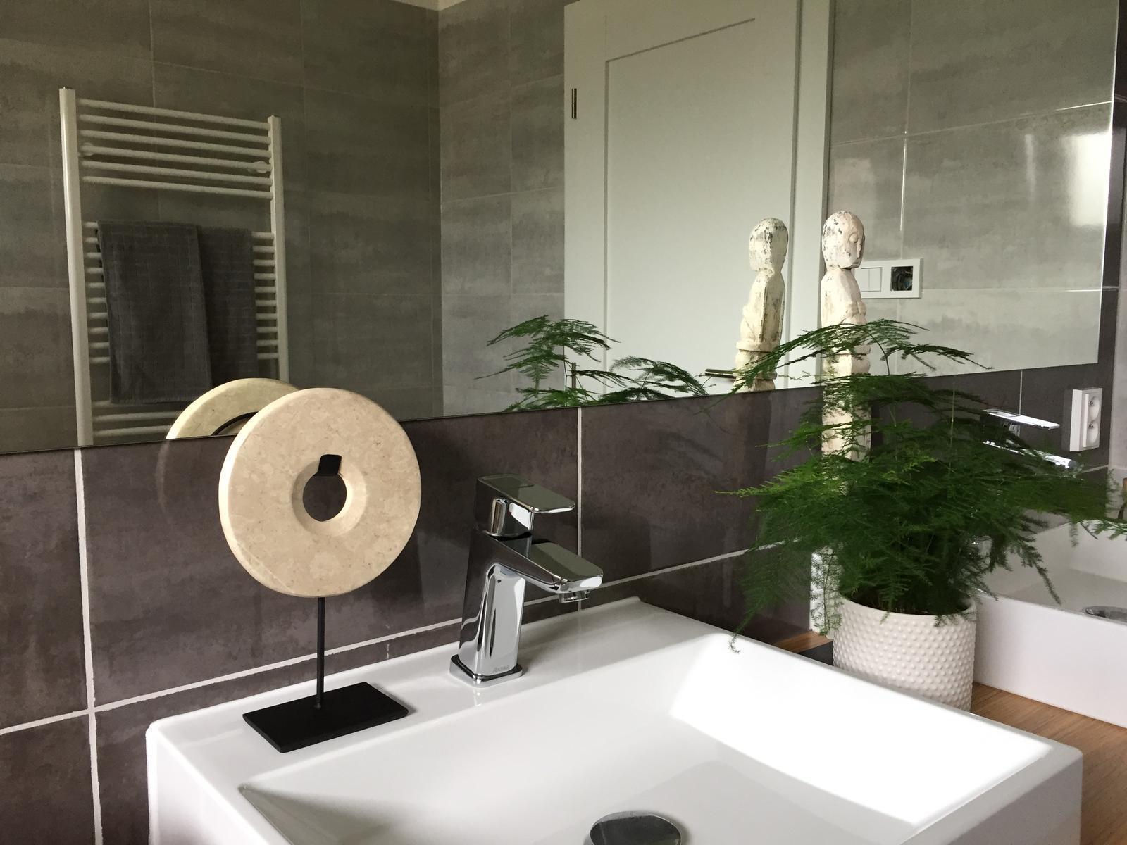 Mramorová dekorace kolo na stojanu - Obrázek č. 1