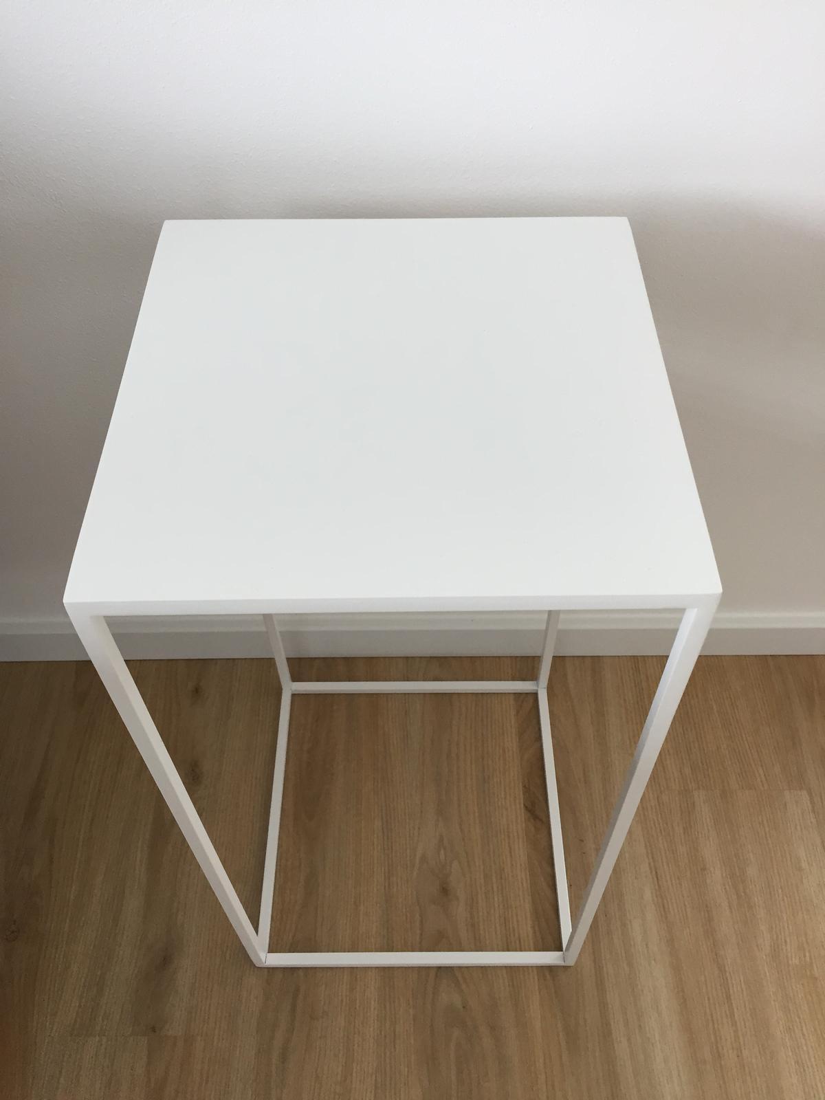 Bílý odkládací stolek - Obrázek č. 2