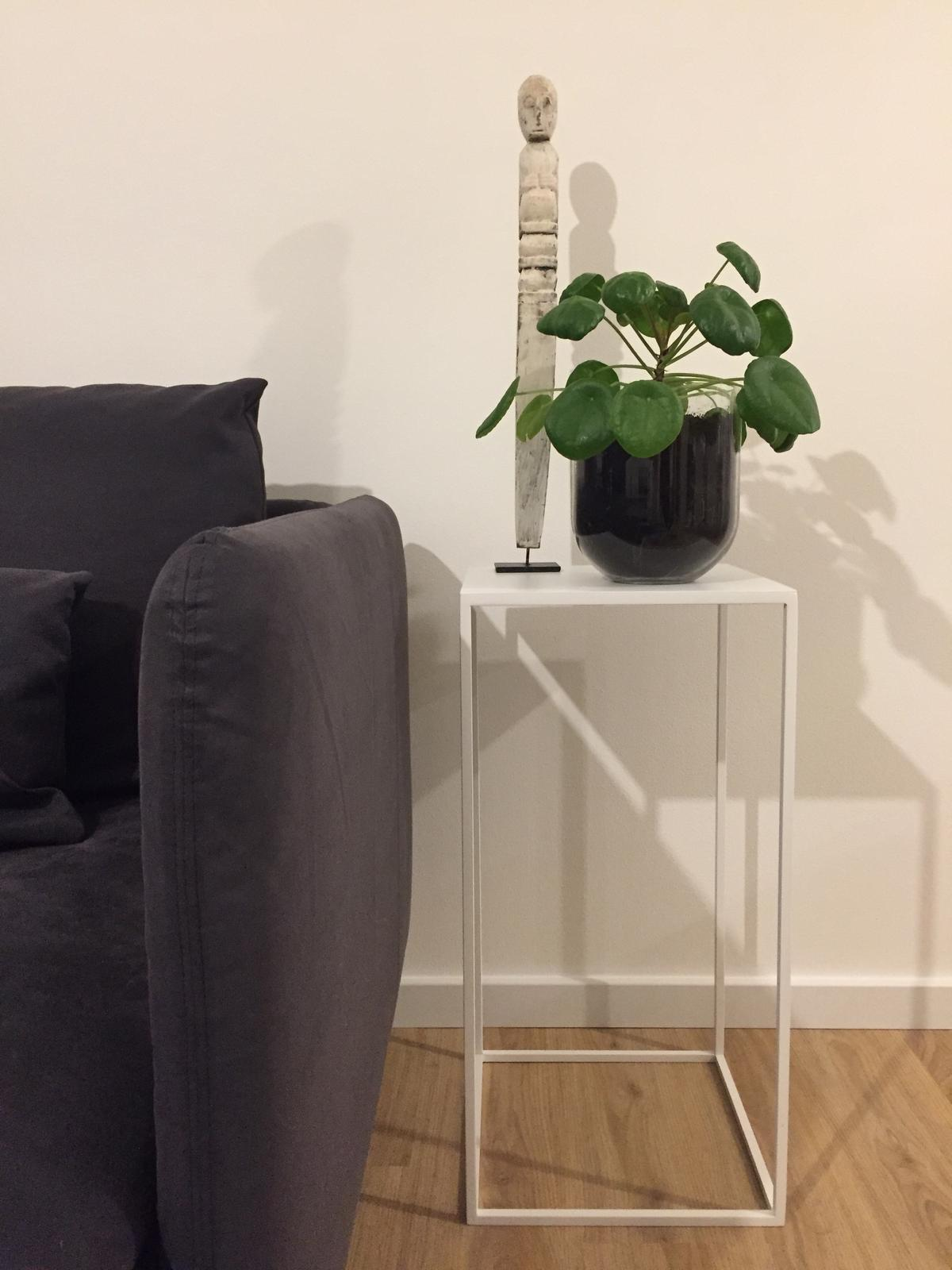Bílý odkládací stolek - Obrázek č. 3