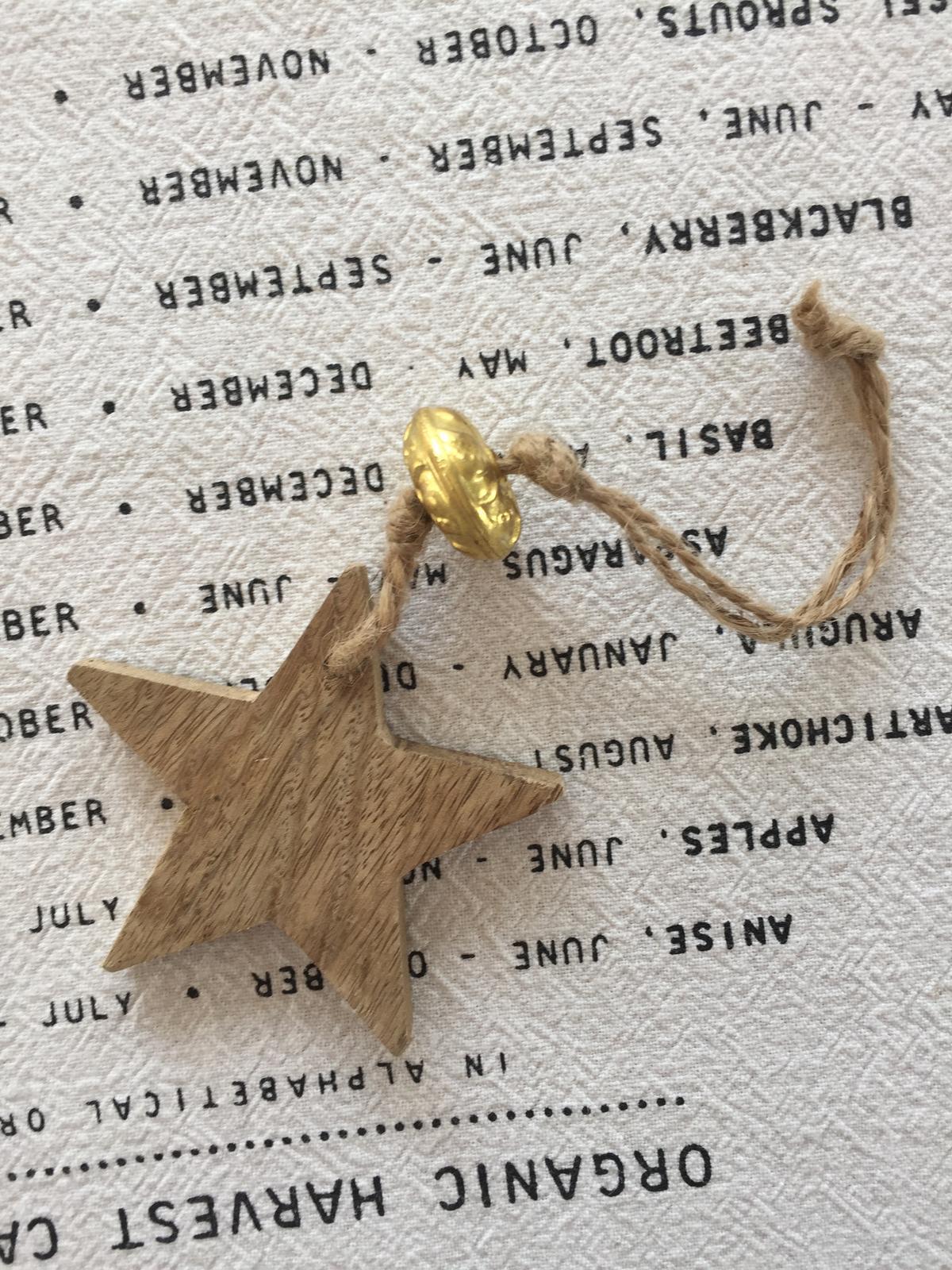 Dekorační dřevěná hvězda se zlatým korálkem - Obrázek č. 2