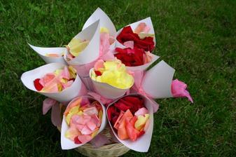 plátky růží budou mít družičky na házení