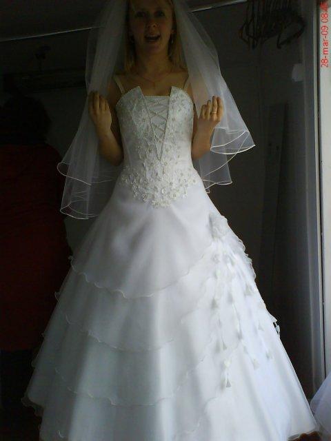 Jarka a Slavko prípravy na 20.06.09 - Moje svadobné šaty, závoj mám iný