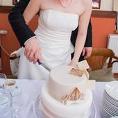 Jednoduché svatební šaty šampaň, 40