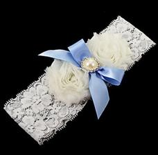 Podvazek nesmí chybět, a zároveň mám splněno: Mít ve svatební den něco modrého :)