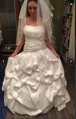 Těhotenské svatební šaty, 39