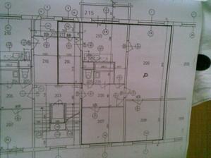 Pôvodný pôdorys - kúpeľňa premiestnená do kumbálu 216. Inak len sem tam posunuté dvere,.....