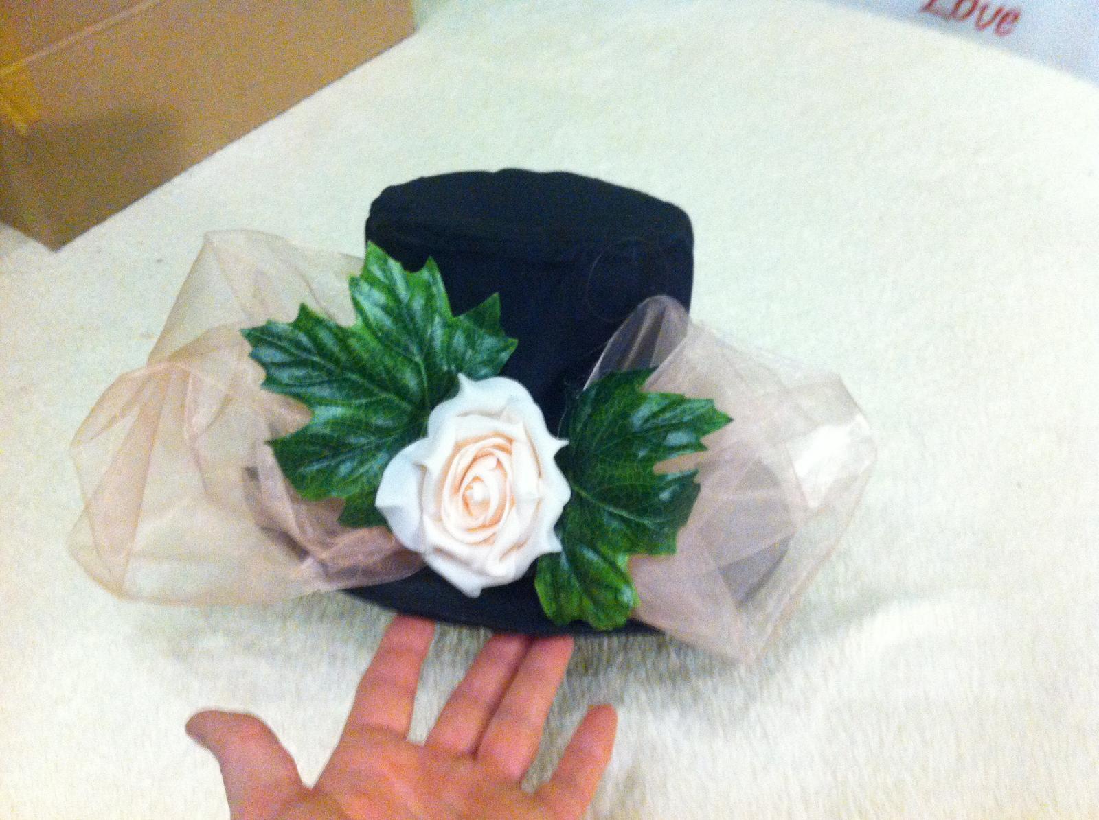 Dekorace na auto ženicha a nevěsty  - Obrázek č. 1