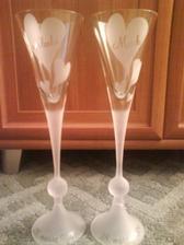 Naše poháre, ktoré sme dostali ako prvý svadobný dar od kamarátky.
