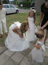 přivítání s nejmenší družičkou dceruškou ženicha a nevěsty