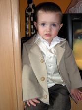 maminka mi vylepšila oblek :o))