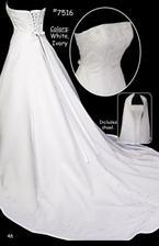 cena šatů 6600 kč/kus