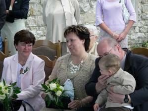 naše maminky a můj tchán, babi a děda se celou svatbu starali o Filípka, strašně moc děkujeme, že jsme si mohli tento den náramně užít