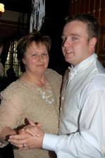 a můj manžílek s jeho maminkou