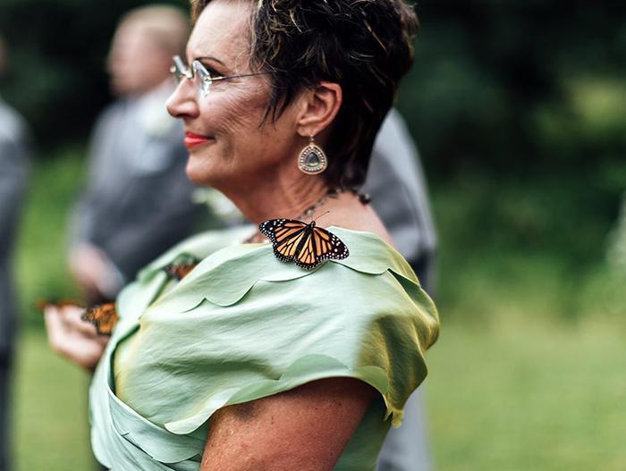 Rodina ženícha vypustila počas svadby motýľov na počesť jeho sestry, ktorá zomrela - Obrázok č. 6