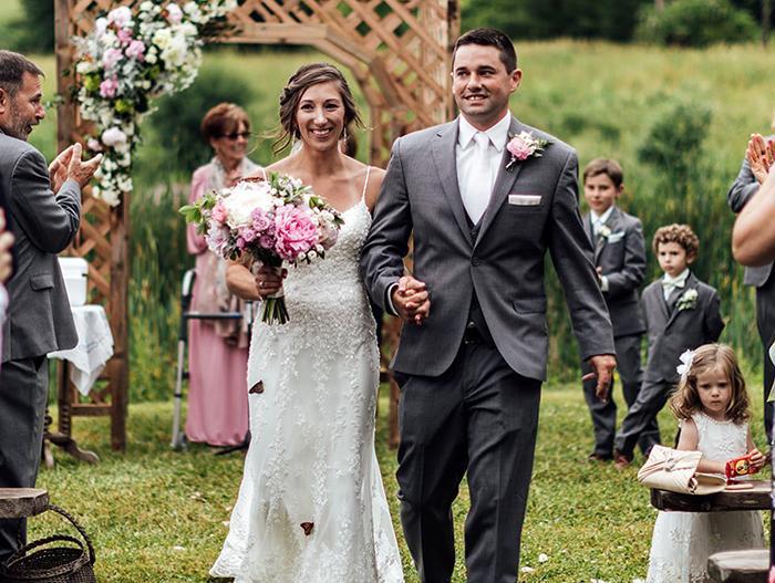 Rodina ženícha vypustila počas svadby motýľov na počesť jeho sestry, ktorá zomrela - Obrázok č. 8