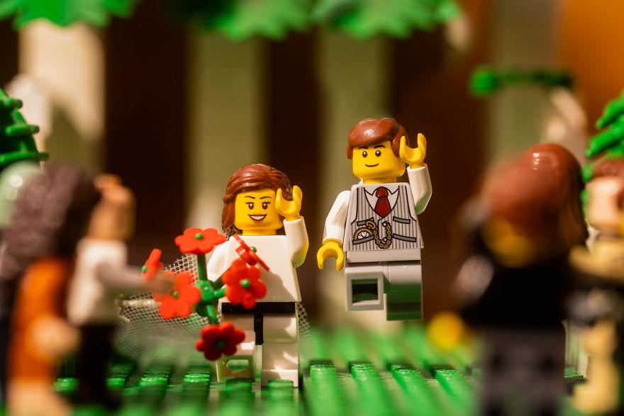 Fotograf počas pandémie vytvoril svadobné fotky vďaka stavebnici LEGO - Obrázok č. 1