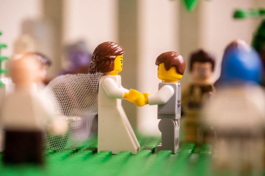 Fotograf počas pandémie vytvoril svadobné fotky vďaka stavebnici LEGO - Obrázok č. 12