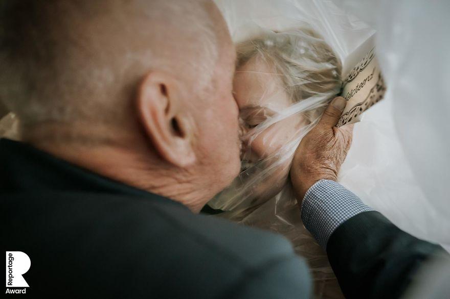 25 najlepších svadobných fotografií zachytených počas pandémie - Obrázok č. 21