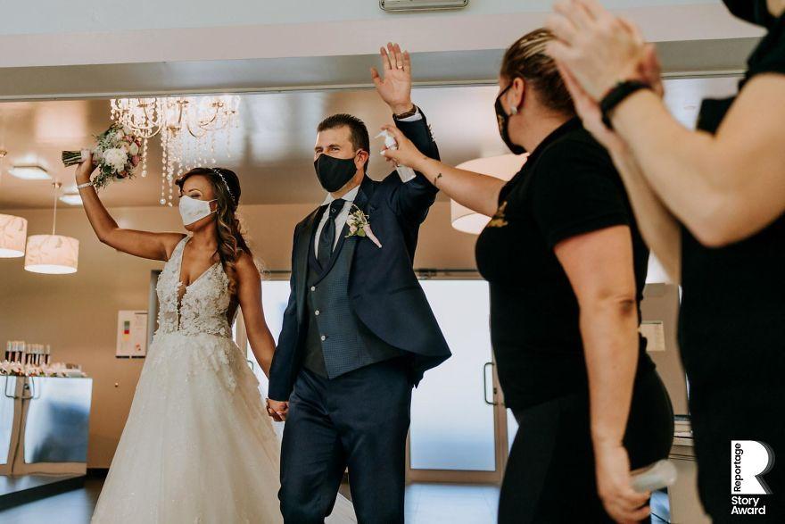 25 najlepších svadobných fotografií zachytených počas pandémie - Obrázok č. 25