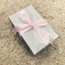 Krabička pre svedkyňu nachystaná :)