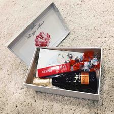 Krabička pre svedkyňu :) už sa neviem dočkať, keď jej to podarujem :)