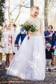 Svatební šaty hladkého střihu s tylovou sukní, 34