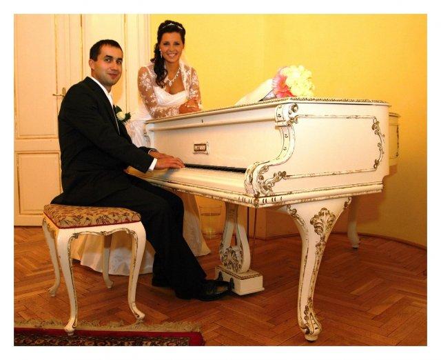 Daniela Uhrinová{{_AND_}}Ivan Bako - tu mi môj drahý vyhrával tóny... :-)