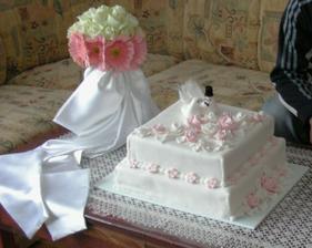 hlavná svadobná torta, ktorú sme nestihli rozkrájať