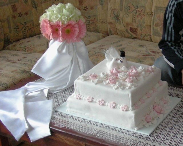 Daniela Uhrinová{{_AND_}}Ivan Bako - hlavná svadobná torta, ktorú sme nestihli rozkrájať