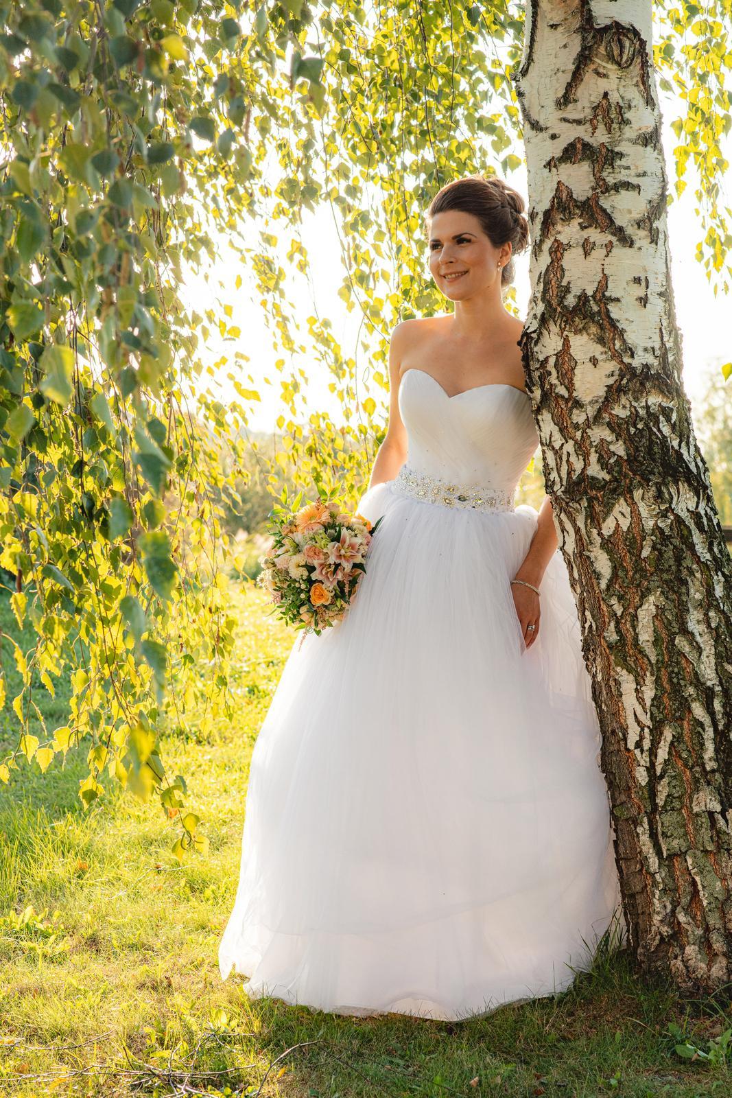 Tylové svatební šaty se štrasem - Obrázek č. 1
