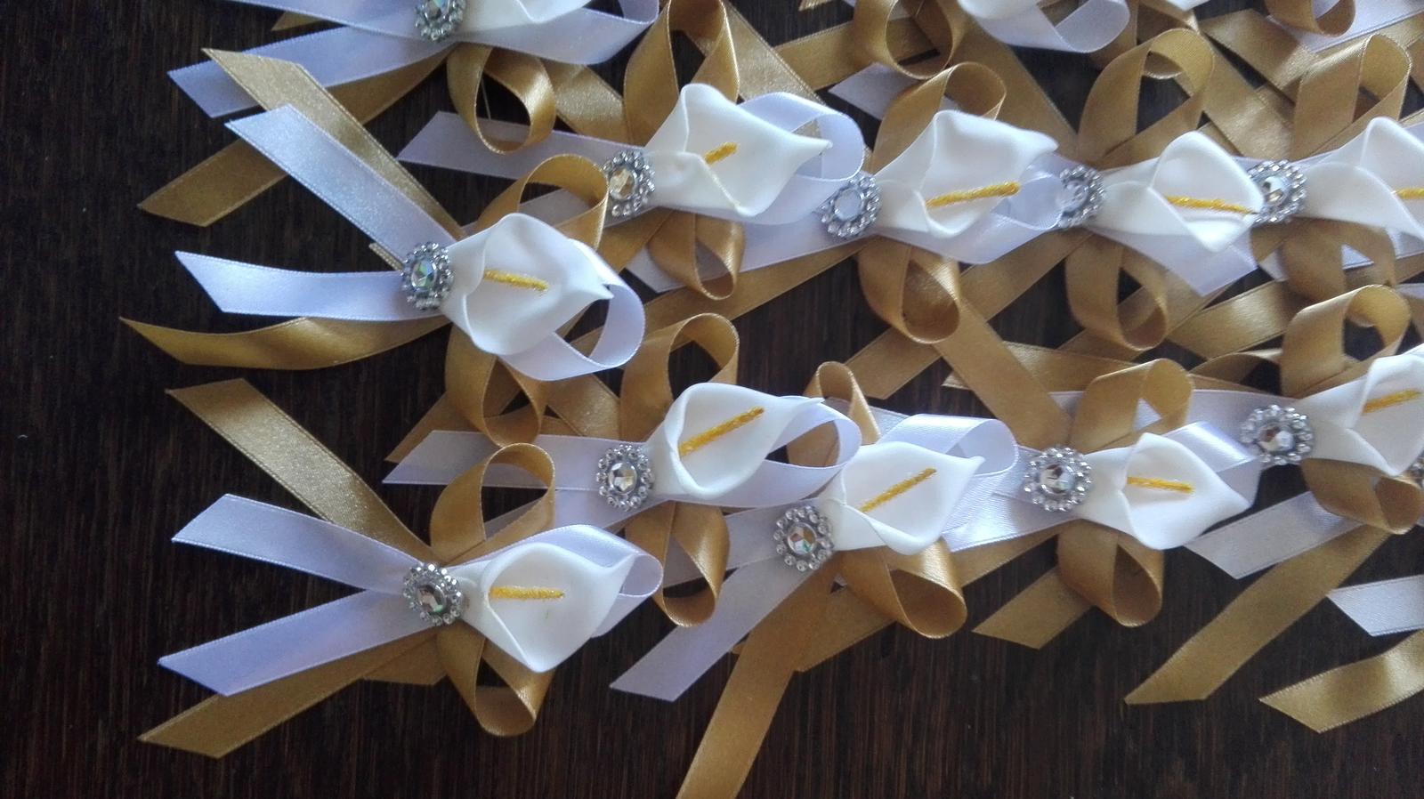 Bielo-zlaté pierka s kalou - Obrázok č. 1