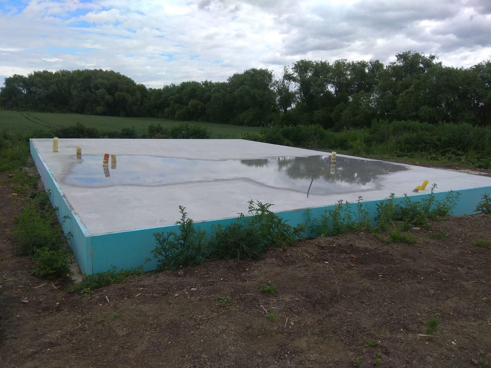 Pomalu začínáme stavět - 6.6.2020 deska po dešti