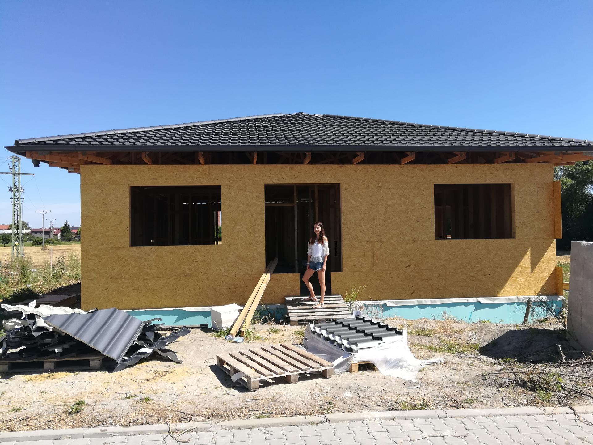 Pomalu začínáme stavět - 1.8.2020 téměř hotová střecha...juchů☺