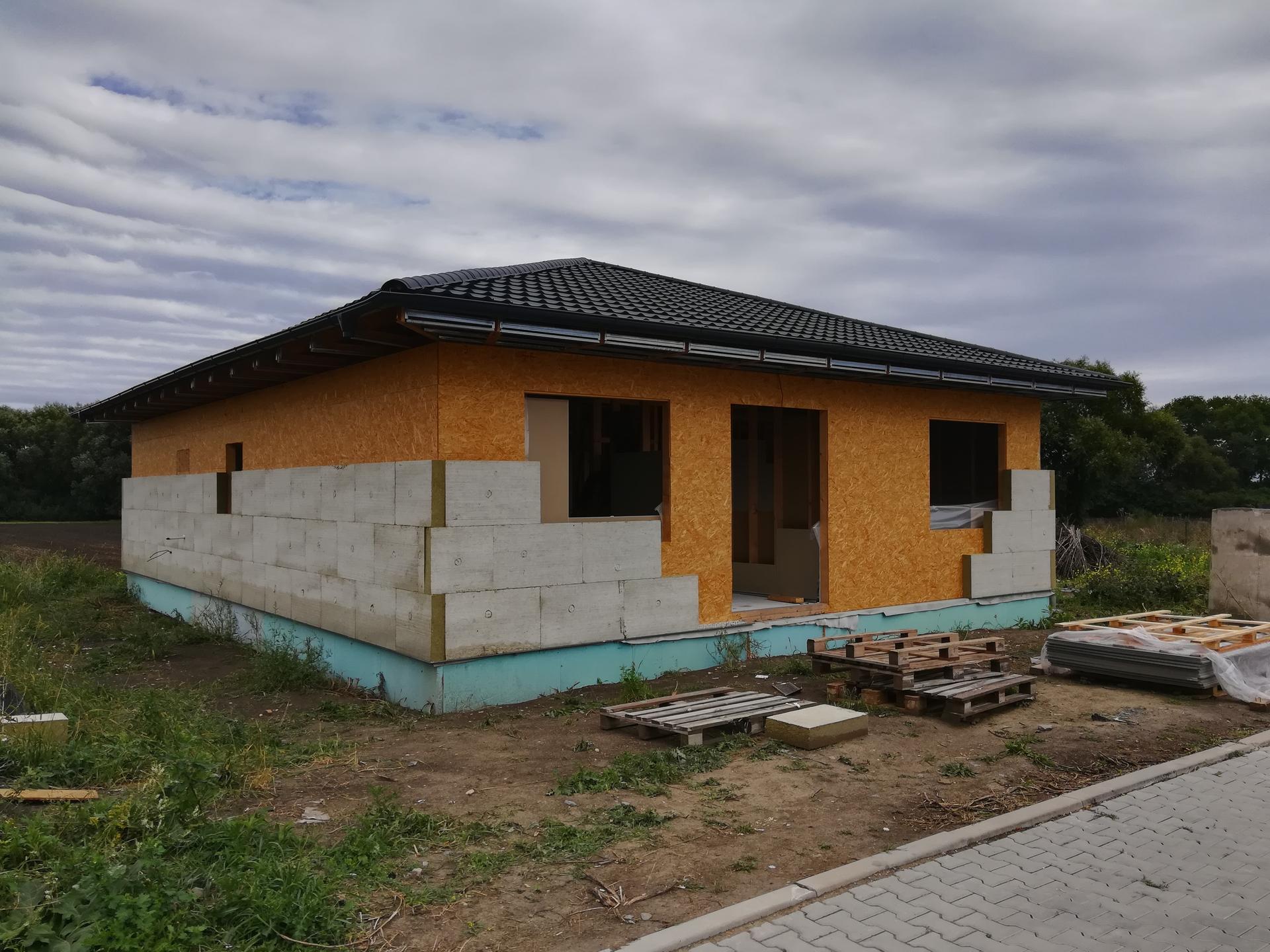 Pomalu začínáme stavět - 29.8.2020 začíná se s venkovní izolací...jen ty okna furt nejsou
