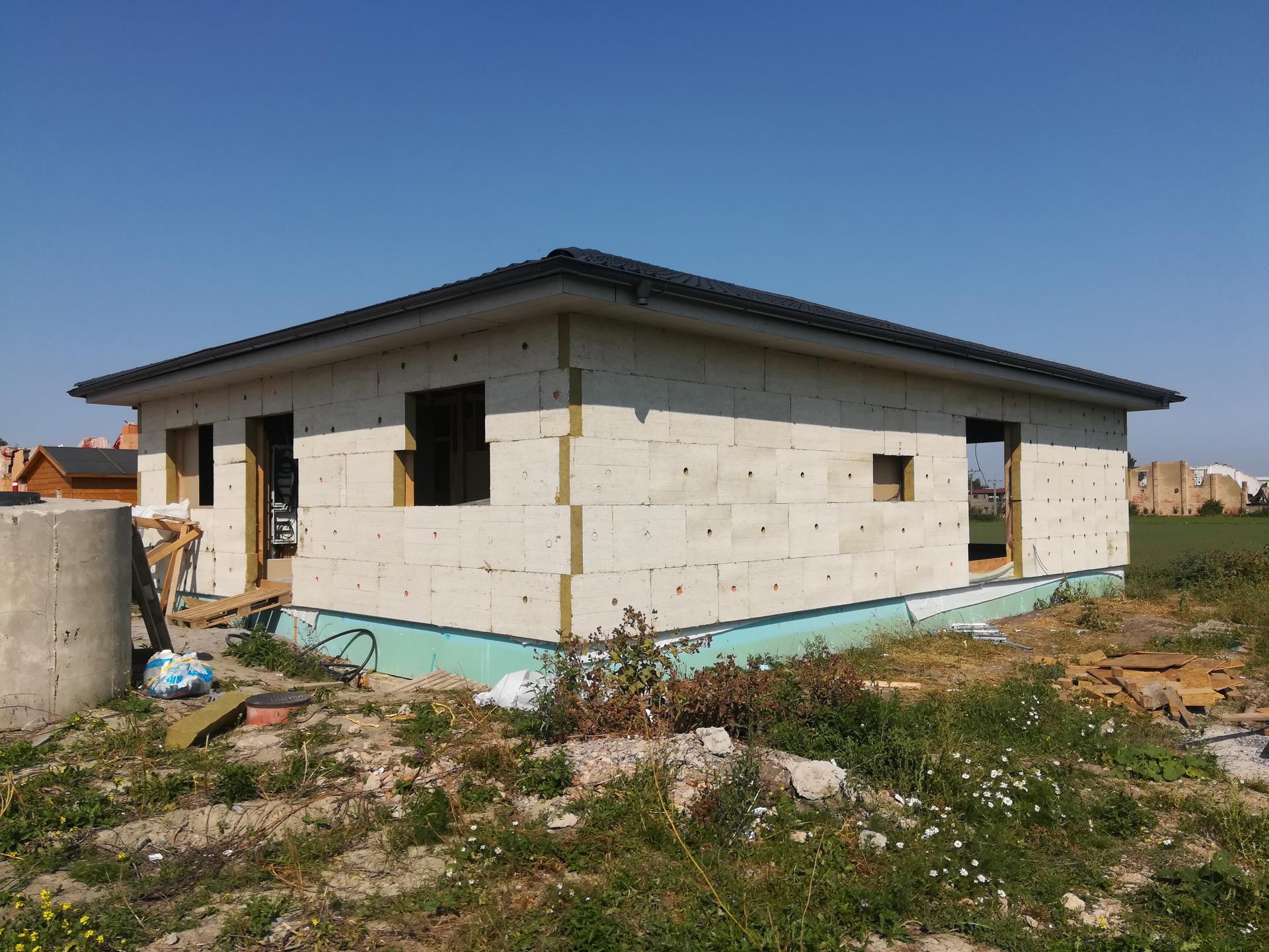 Pomalu začínáme stavět - 12.9.2020 izolace hotová, okna snad za týden