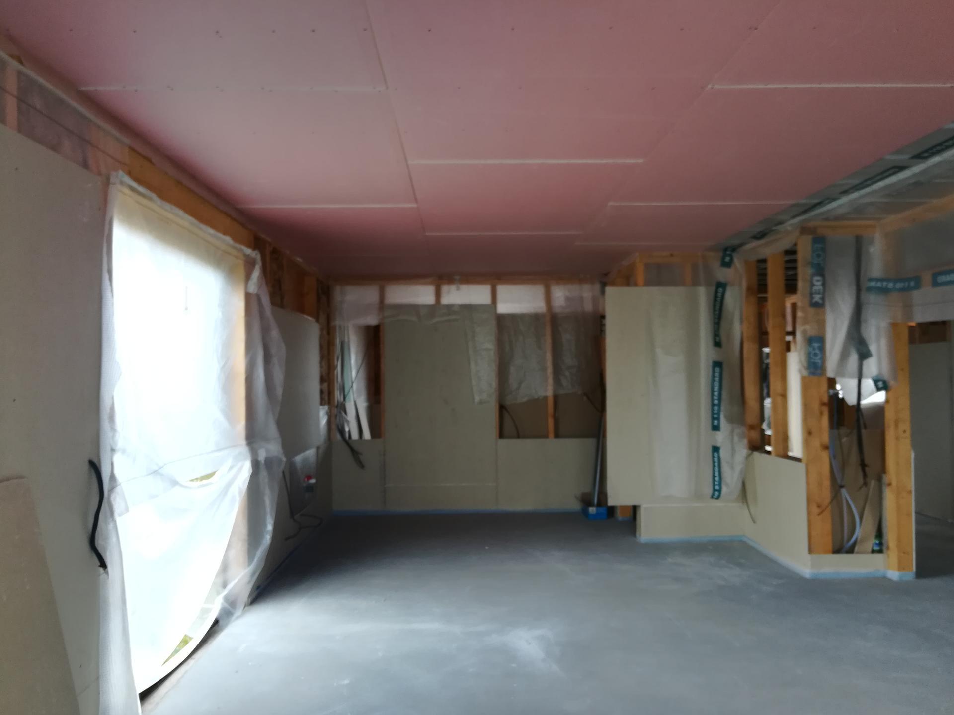 Pomalu začínáme stavět - 26.9.2020...stavba se táhne