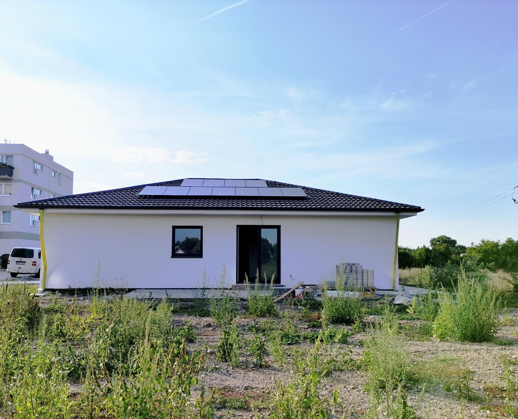 Náš budoucí domov...snad někdy - 10.9.2021 Soláry jsou na místě