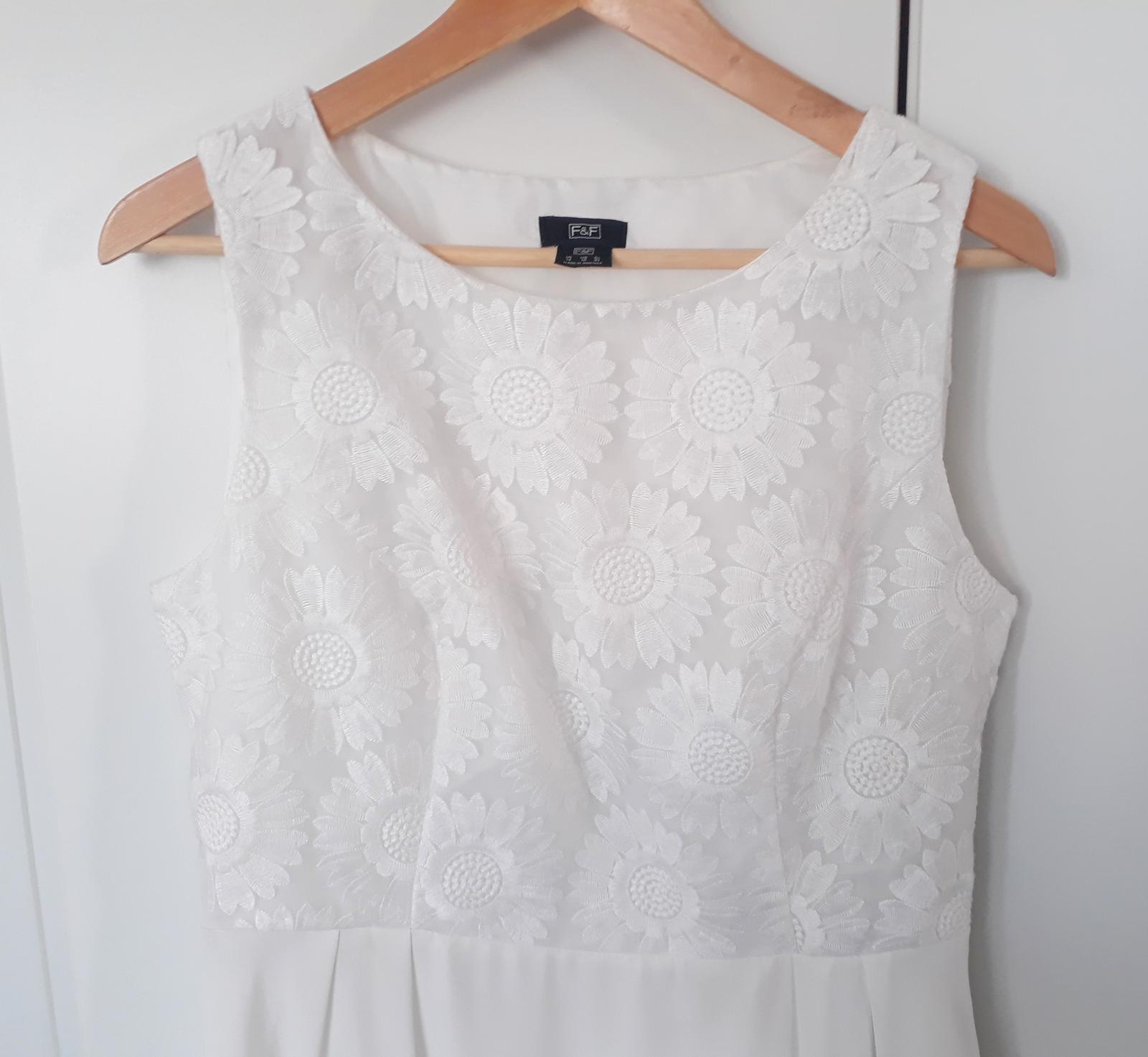 Šaty s květy - rezervace - Obrázek č. 1