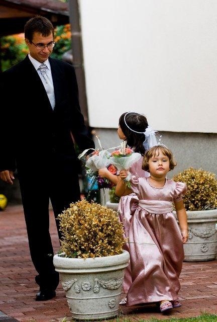 Maťka{{_AND_}}Jožko - malé družičky sa chvália ženíchovi