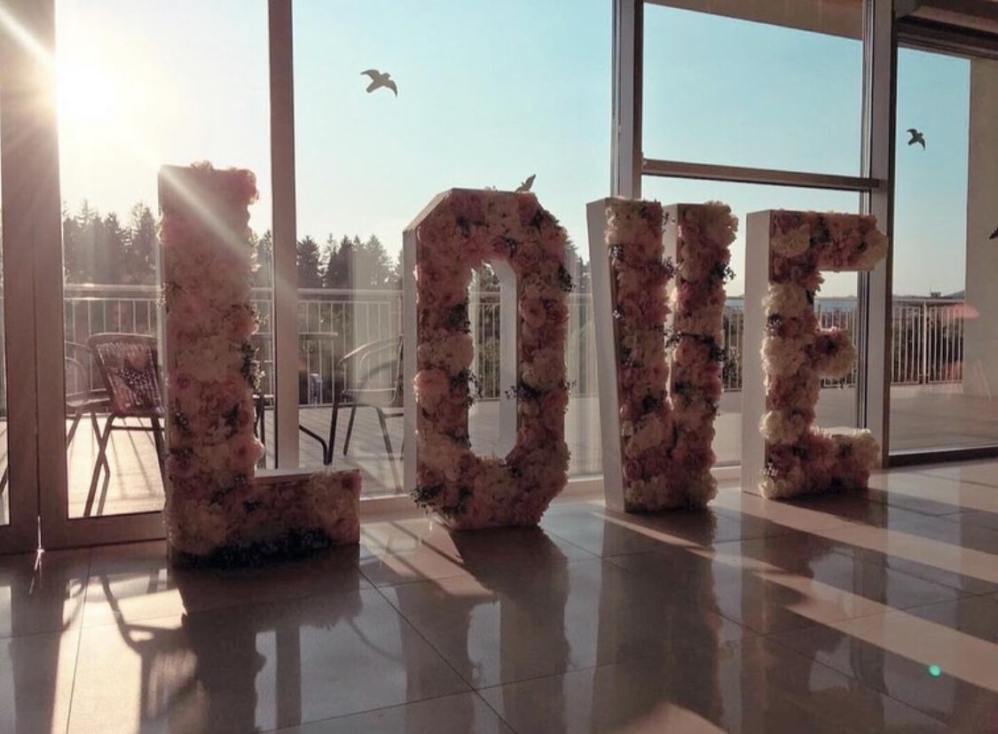 LOVE nápis z kvetov - Obrázok č. 3