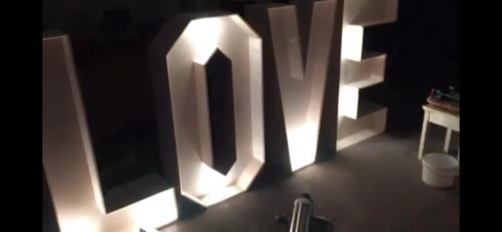 Prenájom LED nápisu LOVE - Obrázok č. 1