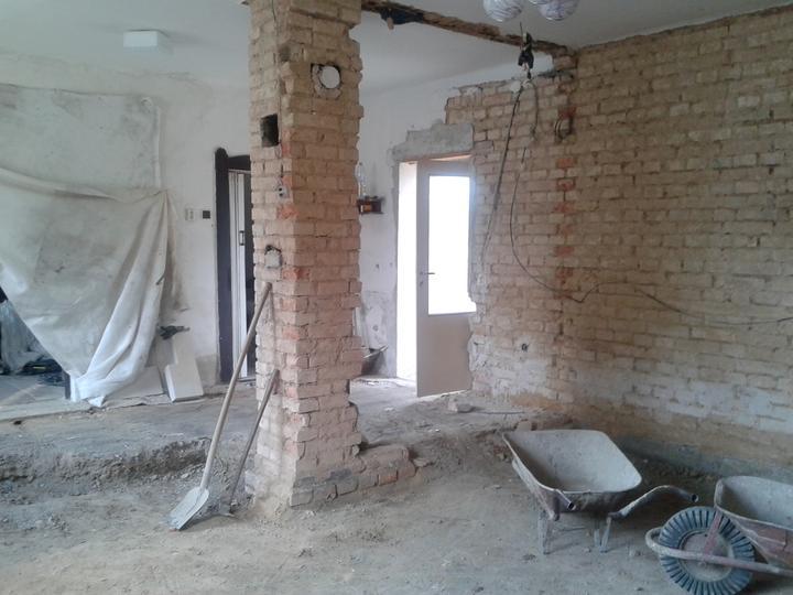 Domeček rekonstruujeme pro rodiče - Čistíme