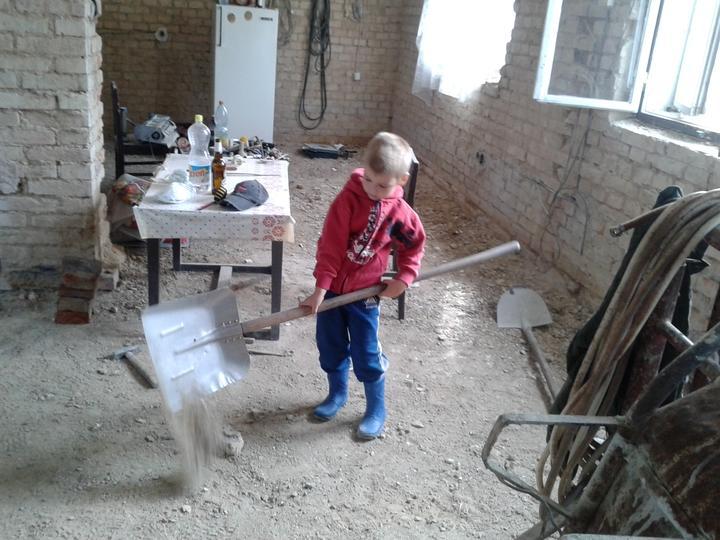 Domeček rekonstruujeme pro rodiče - Míša pomocník