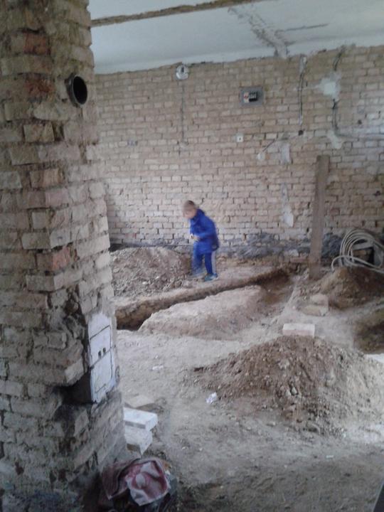 Domeček rekonstruujeme pro rodiče - všude díry pro odpady