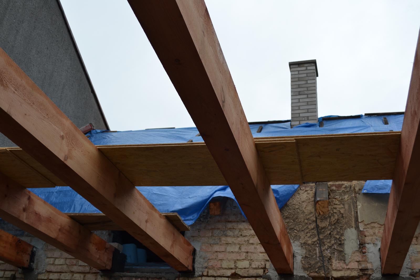 Domeček rekonstruujeme pro rodiče - budoucí strop a nový komín