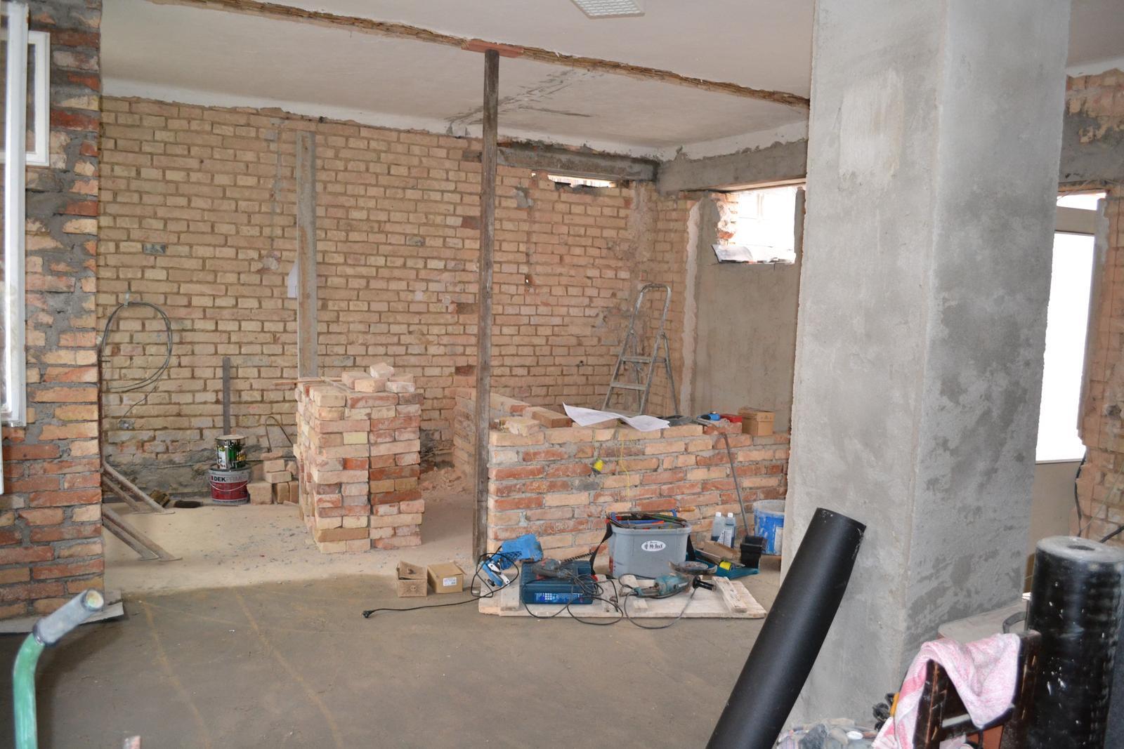 Domeček rekonstruujeme pro rodiče - a z obýváku do kuchyně a nedozděné koupelny