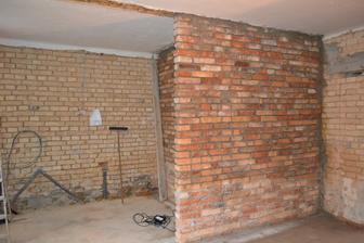 Koupelna je dozděná 2.11. a vznikla kuchyňka - pohled z obýváku do kuchyně